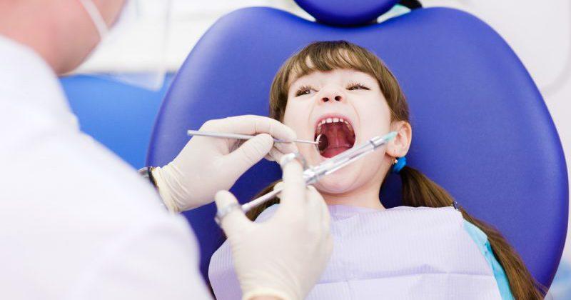 Где лечить зубы у детей без боли и слез?