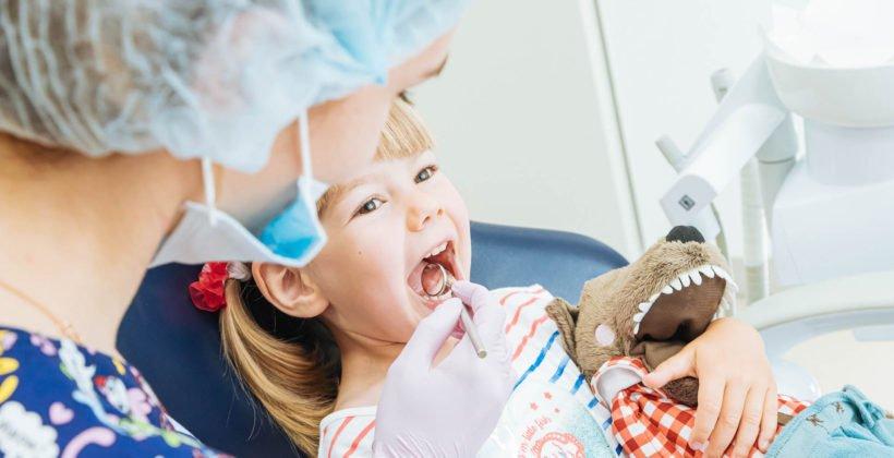 Где и как лечат кариес у детей?