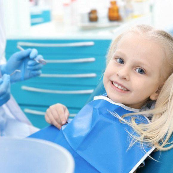 Запишитесь на бесплатный детский осмотр и получите скидку 50% на чистку полости рта